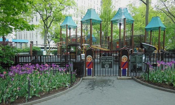 公園内の子供の遊び場