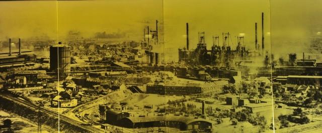 工業時代のエムシャー地帯 (ガスタンクが見える)