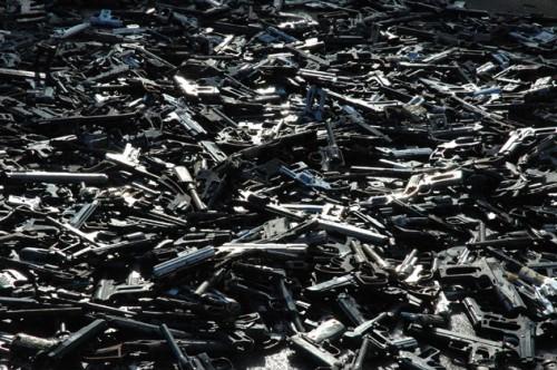 1,527挺の銃が集まった