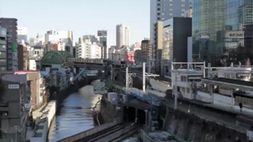 聖橋から神田方面を望む。目には見えない、耳には聞こえない多くの「愛」と「思い」のメッセージが、どれほど眠っているのだろうか。