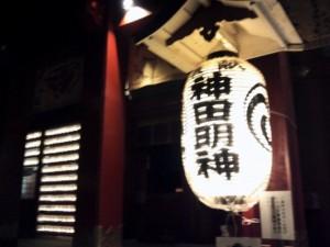 神田明神社殿前の提灯。伝統の灯である。